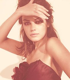 This photo of Mila Kunis is so gorgeous! Love the simplicity and tone!