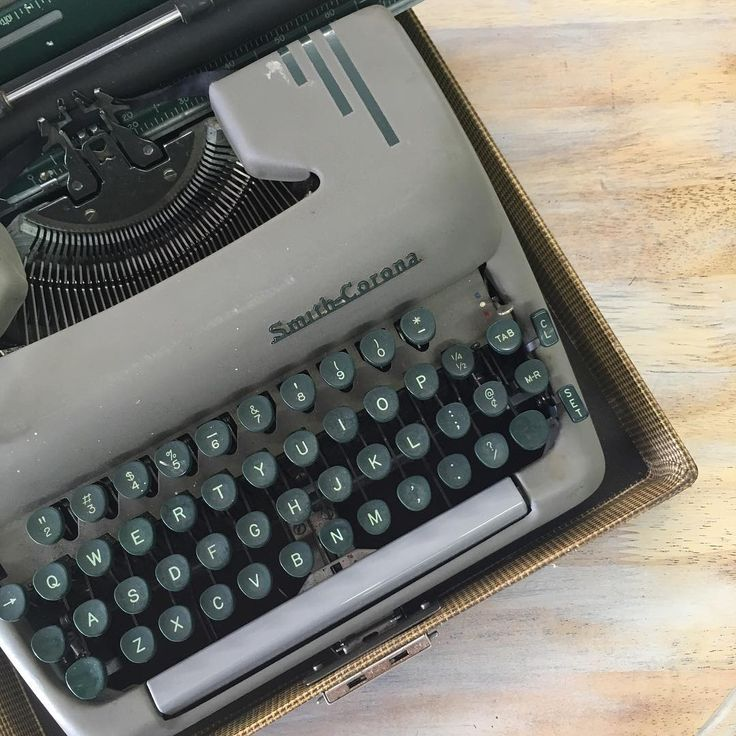 What will this Smith-Corona #typewriter inspire you to do! #inspo #type #font #analog #vintage #collectibles #writer #getfrogged #imagine #create