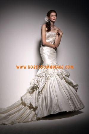 Martina Liana robe de mariée sans bretelle longue sirène avec pli et perle satin