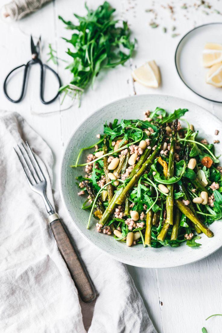 Warmer Buchweizensalat mit grünem Spargel & Rucola I Salat I vegane Rezepte I Entdeckt von Vegalife Rocks: www.vegaliferocks.de ✨ I Fleischlos glücklich, fit & Gesund✨ I Follow me for more vegan inspiration @vegaliferocks