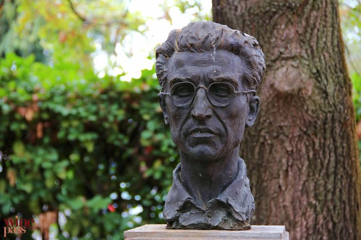 Wine Pass - Santo Stefano Belbo A bust of Cesare Pavese, a famous writer born in this small town in Piemonte, Italy