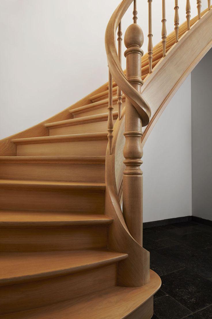 Eiken trap met hoofdkolom rond en leuning rond kolom for Trap eiken