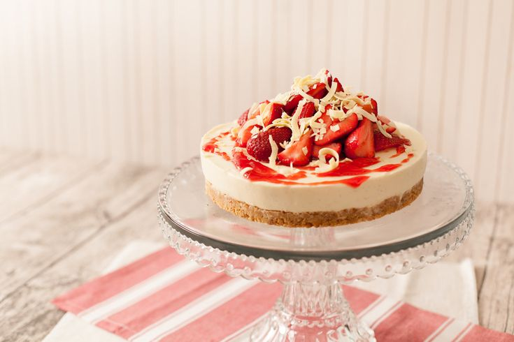 Strawberry White Chocolate Cheesecake. This no-bake cheesecake is a fantastic summer dessert. A lovely combination of sweet white chocolate, tangy cream cheese and juicy red strawberries. Get the full recipe here http://www.ilovecooking.ie/recipe/strawberry-white-chocolate-cheesecake/#