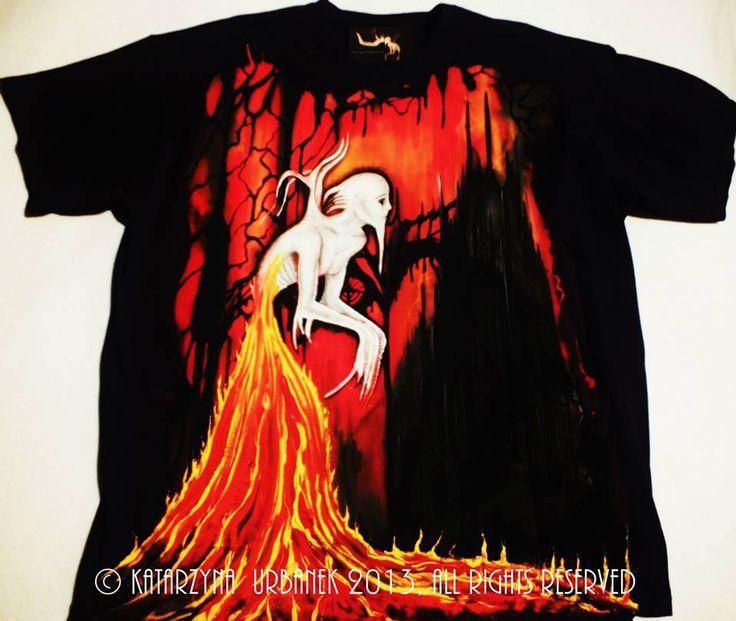 """""""Behind my eyes-In Fire Walk...."""" malowany ręcznie,farby tekstylne na koszulce Fruit of the Loom,gramatura165.Rozmiar XX L  © Katarzyna Urbanek, All rights reserved."""