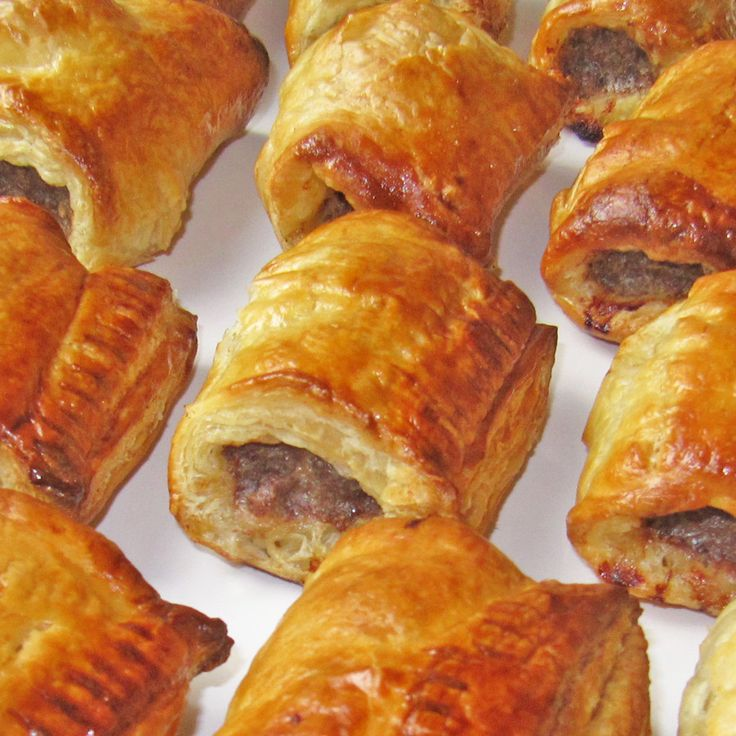 Dutch Sausage Rolls (Saucijzenbroodje) – spiced meat rolled in puff pastry, a delicious appetizer or snack, perfect for the holiday season or anytime!