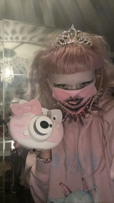 Pin by Aubrey Buggs on Ídolos ♡ in 2020 Creepy cute