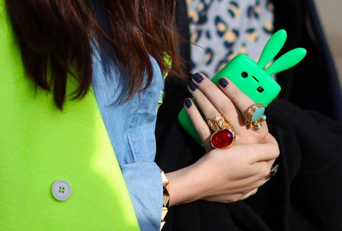 Live life with a little unorthodoxy: Fashionweek, Iphone Cases, Yves Saint Laurent, Street Style, Phones Covers, Phones Cases, Green Fashion, London Fashion Week, Blue Nails