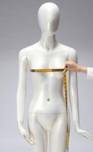 Tour de poitrine: Cette mesure se prend au niveau de la pointe de la poitrine; il est préférable de porter un soutien gorge pour prendre cette mesure.