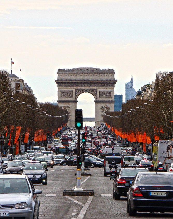 Pola Elizejskie, Łuk Triumfalny i La Defense – sprawdź, co w Paryżu może Cię rozczarować!