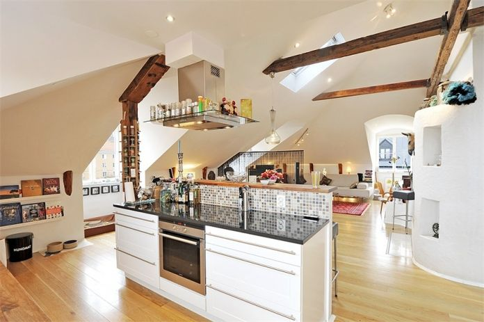 Ko imate tudi v mansardi dovolj prostora za veliko kuhinjo