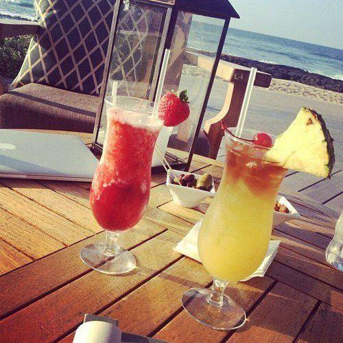 #fresh #juice #pineapple #glass #ocean