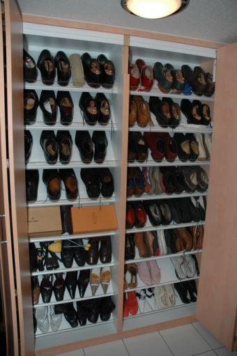Schuhschrank in einem Privathaushalt in Berlin.
