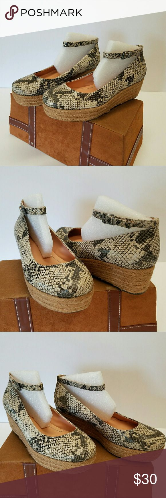 Reptile Design Espadrilles - Nicole I usually ship in 24 to 48 hours. Appear as New.  Good Looking Reptile design  Espadrilles.  Leather upper.  Padded Footbed.  Size 7.00 medium.  Black and  neutral. Nicole Shoes Espadrilles