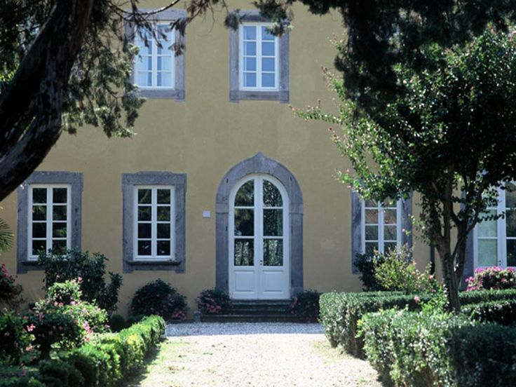 Luxurious holiday villa Nottolini is situated amongst the beautiful views of nature and offers spectacular views of the famous medieval-walled city of Lucca. http://www.ciaoitalyvillas.com/tuscany-vacation-rentals/lucca/capannori-villas/10118