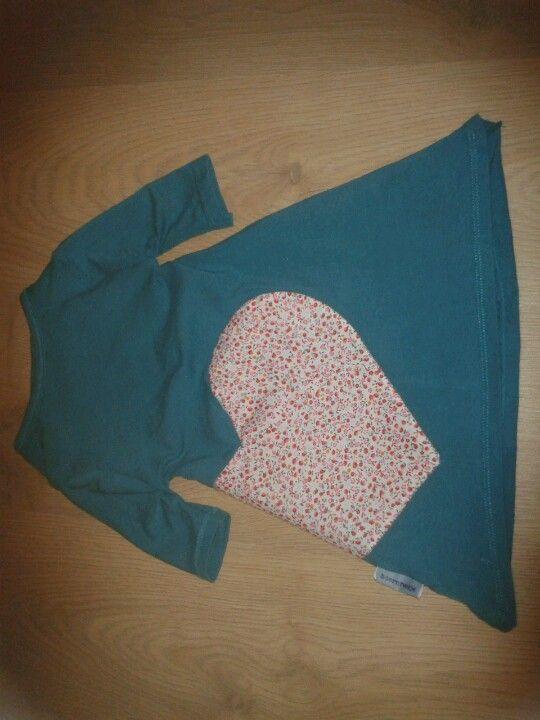 Snel recycle tricot jurkje met hart applicatie. Op basis van tutorial via: http://www.makeit-loveit.com/2014/01/the-quickest-toddler-play-dress-youll-ever-make.html