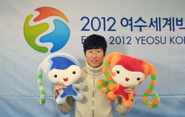 EXPO 2012 YEOSU KOREA ambassador J.S. Park. // Park Ji-Sung (박지성;朴智星; born 25 February 1981) is a South Korean footballer who plays as a midfielder for English club Manchester United.