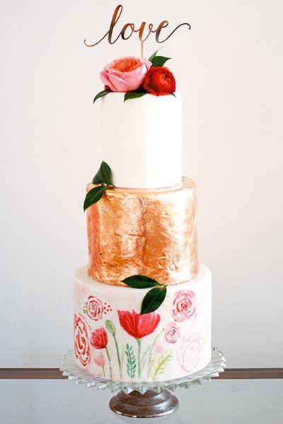 Cada nível artesanato sua própria persona, a partir de um simples branco para uma aparência de folha de cobre flores pintadas à mão Primavera. Coberto com rosas, o olhar é romance eclético.