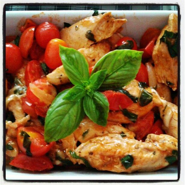 Pollo con tomatos, basilico y mozzarella