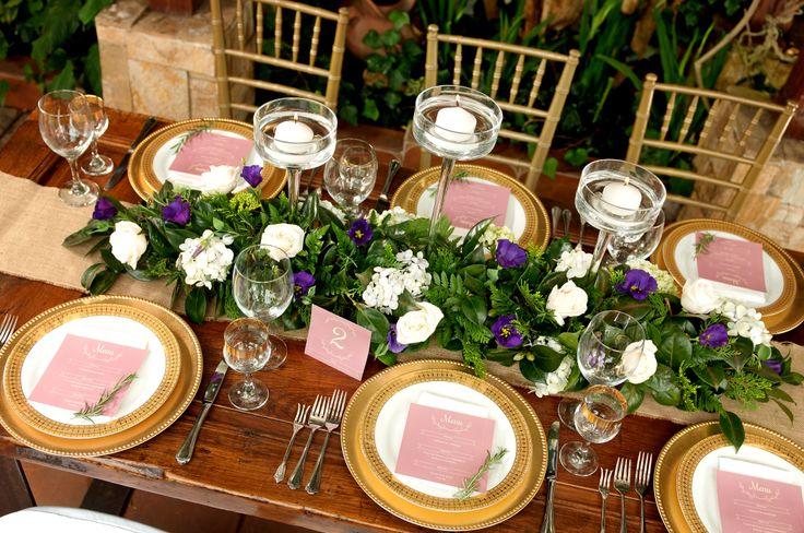 Hacemos que cada detalle en la mesa armonice con los florales. ¡ Que la fiesta y la elegancia comience!
