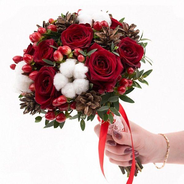 Букет, свадебный букет с красными розами и хлопком