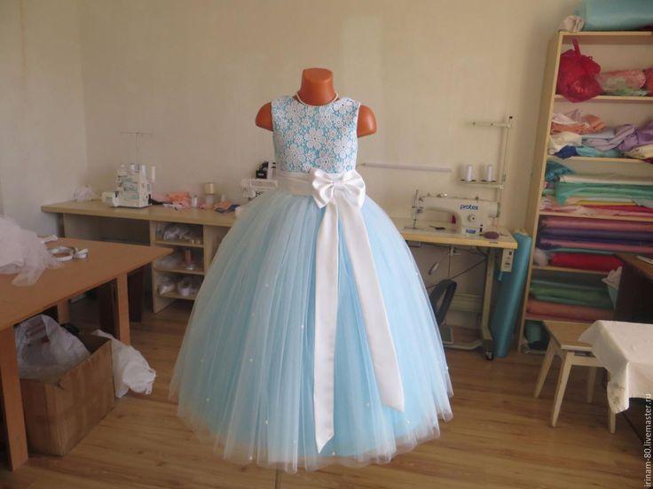 Купить или заказать Нарядное детское платье в интернет-магазине на Ярмарке Мастеров. Нарядное платье для девочки. Пышная многослойная юбочка из фатина и евросетки. Лиф на хлопковой подкладке. Платье с подъюбником. Лиф декорирован кружевом, сзади шнуровка.