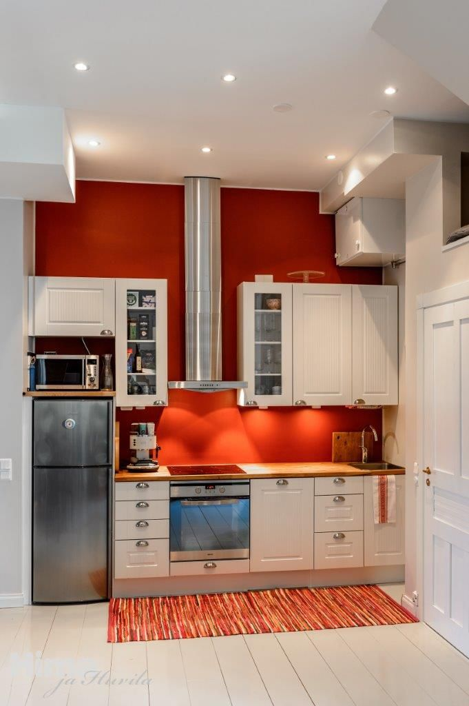 Wow! Red wall in kitchen. Kadermonkatu 1 #himajahuvila