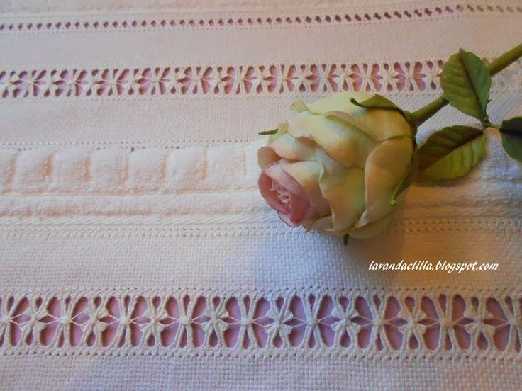 Buona sera a tutte   care amiche!     Mi ci è voluta una settimana per eseguire questo asciugamano   nei momenti liberi delle mie gio...
