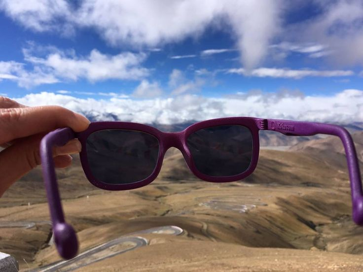 The courageous miss O and her new pair of Kokosoms have reached Tibet! Here's Lou and a view to Mount Everest. We are most proud of both as well as suffering from a severe case of travel envy  #tibet #kokosom #eyewear #mounteverest #himalayas #lou #eyewearlove #travellingglasses #courage
