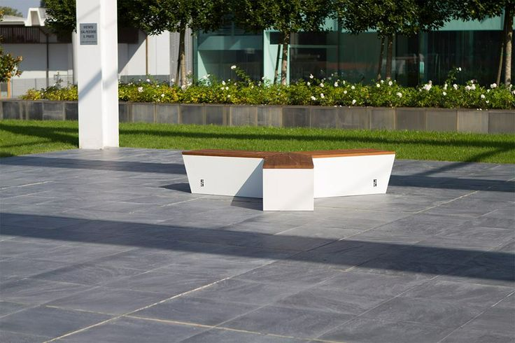 Air è la seduta modulare disegnata dall'architetto e product designer Alessandro Di Prisco per Urbo.