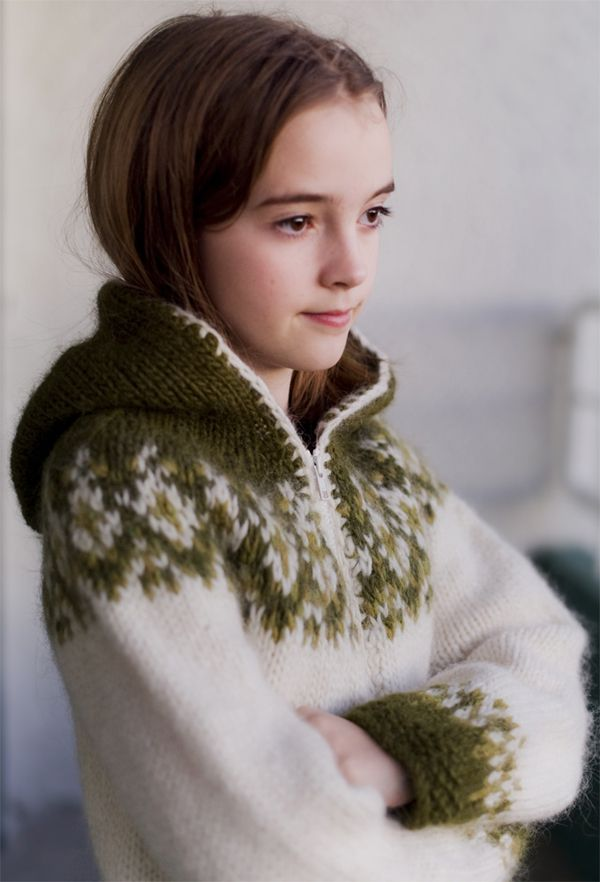 this is lovely. really like the contrasting blanket stitch edge. rebekkaguðleifsdóttir 's sweater