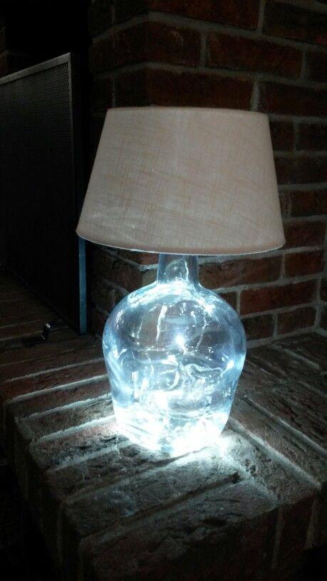 Een simpele zelfgemaakte lamp met led verlichting.