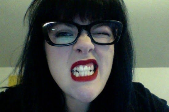 FAVORITE LIPSTICK METHOD, WHICH I FORGOT AND USE SOME KIND OF CRAZY LIPSTICK FOR TWO YEARS THAT ISN'T MY USUAL KIND AND THEN NEED TO REMEMBER AGAIN WHEN I OCCASIONALLY USE NORMAL LIPSTICK AGAIN: STUFF I PUT ON MYSELF: a makeup blog: Red Lipstick/Messed Up Teeth