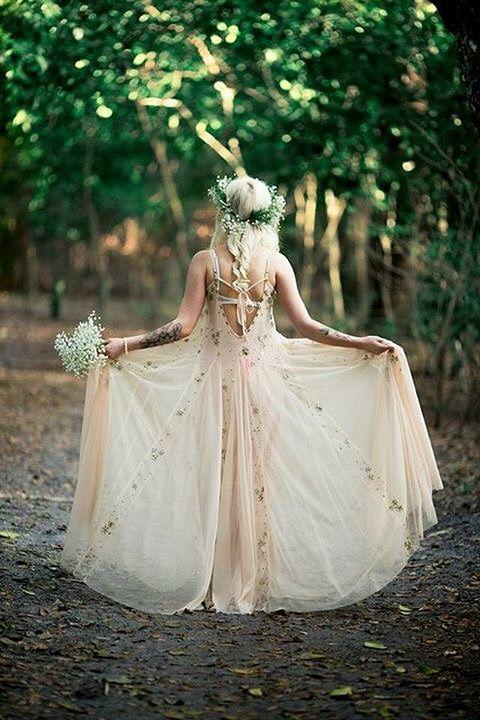 17 Best ideas about Woodland Wedding Dress on Pinterest | Rustic ...