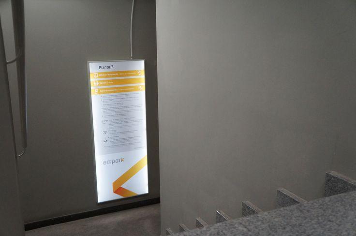 Directorio retroiluminado con leds de escalera Empark