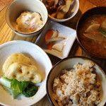 食堂 ヒトト | マクロビオティック・オーガニックベース(東京 吉祥寺):選べるおかず3品セット