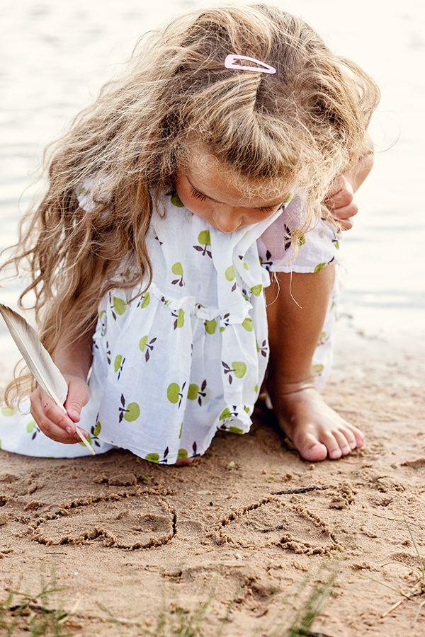 Ir à praia? Fica perfeito com a nossa sandália Colorê!