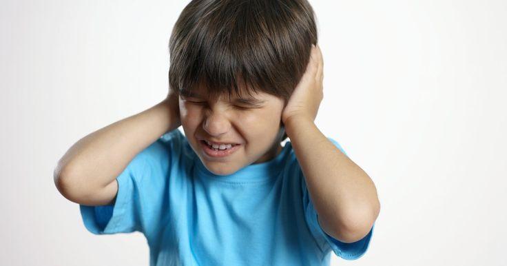 Atividades para transtorno de processamento sensorial. O Transtorno de Processamento Sensorial tem três categorias: hipersensibilidade, hipossensibilidade e impulsividade. A criança hipersensível tem uma sensibilidade maior à luz, sons, toque e texturas, enquanto a criança hipossensível não responde à estimulação sensorial. A criança impulsiva procura sensações, o que muitas vezes leva à falta de ...