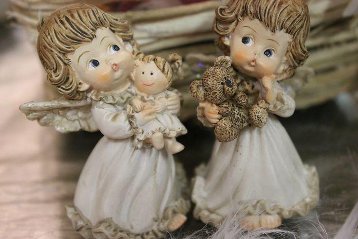 VIANOCE 2014 Tento rok na Vianoce sme pre vás pripravili množstvo noviniek. Ponúkame veľa vianočných ozdôb v trendových farbách, krásne vence na dvere, adventné vence, aranžmány na stôl, stromčeky, rozprávkové figúrky, vianočné voňavé sviečky Yankee Candle, nádherné sklenené guličky, lampáše, krištálové ozdoby. Srdečne Vás všetkých pozývame aj na našu tradičnú vianočnú výstavu, ktorá sa koná 29-30.11.2014 v našom obchodíku v Považskej Bystrici. Teší sa na Vás celý tím kvetinárstva Kvety…