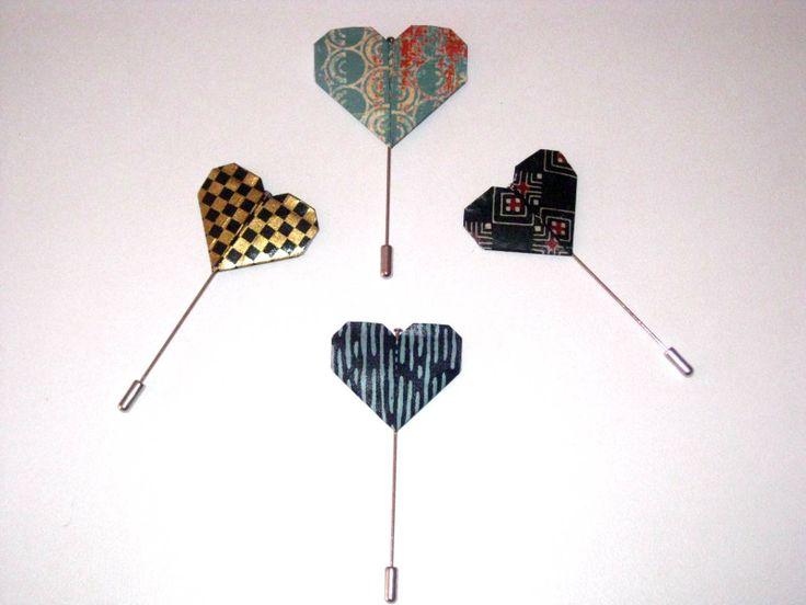 Origami Pin's heart | coração More info: https://www.facebook.com/oficinaa6shop