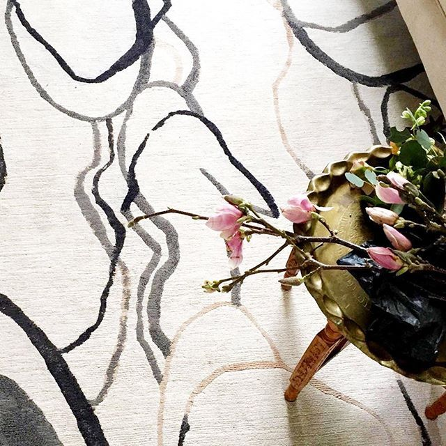 My girlfriend Rachel (@roomcraftdesign) took this beautiful shot of the 'Shift' rug in her home. #soulsisters ⠀  .⠀  .⠀  .⠀  .⠀  #handmade #nepal #handmaderug #interiordesign #vancouverdesign #rug #ruginterior #rugs #homedecor #design #rugdesign #rugaddict #luxury #interiors⠀  #interiorobsessed #designlovers #instadesign #modernliving #moderninteriors
