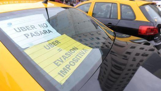La Ciudad afirma que Uber es ilegal y amenaza con llevarse los autos con grúa http://www.clarin.com/ciudades/Ciudad-Uber-ilegal-amenaza-llevarse_0_1557444595.html?link_time=1460505328#utm_medium=Social&utm_source=Facebook&utm_campaign=Echobox&utm_term=Autofeed