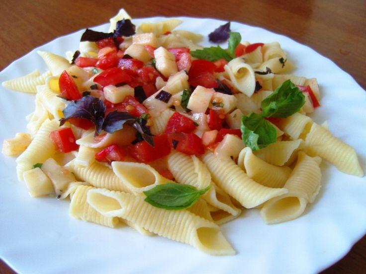Просто, но очень вкусно - паста в стиле итальянского салата капрезе! Вегетарианский рецепт.