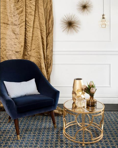 Sydney's Decor Room Interior Design (@decoroominteriordesigners) chose the GlobeWest Bogart curve sofa chair to style sophisticated photoshoot for Tapetti rugs. #globewest #velvet #jeweltones #interior #decor #luxe #classic