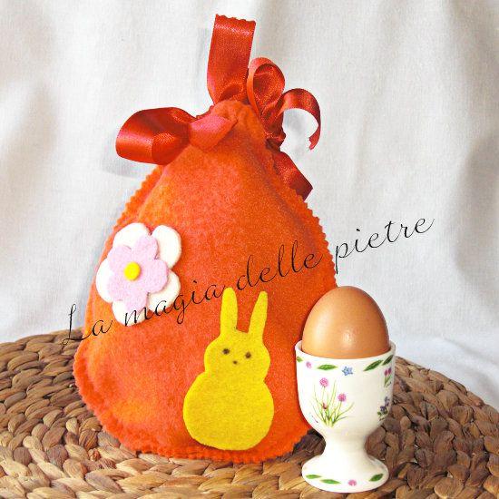 La magia delle pietre: uovo di pasqua in pile con sorpresa