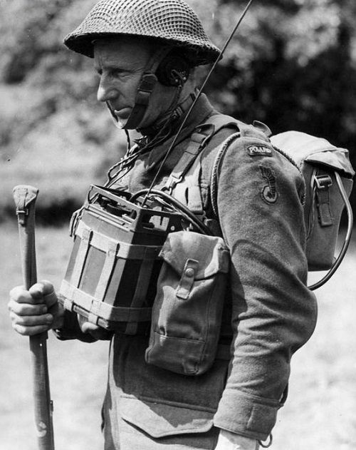 Free Polish soldier with No.38 Wireless set