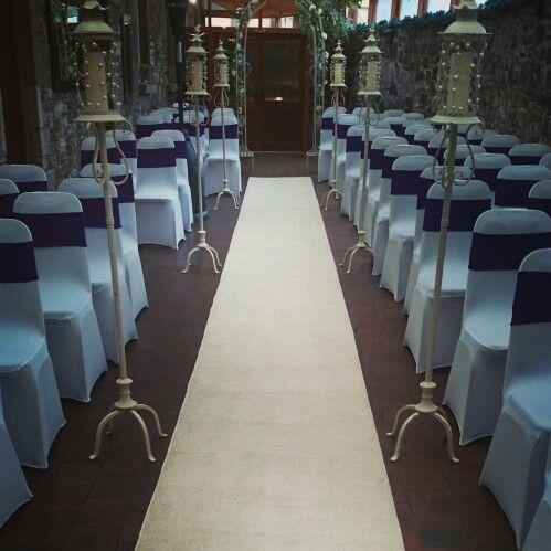 Vintage style ceremony decor
