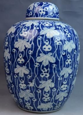 19th C CHINESE BLUE & WHITE PORCELAIN LIDDED JAR