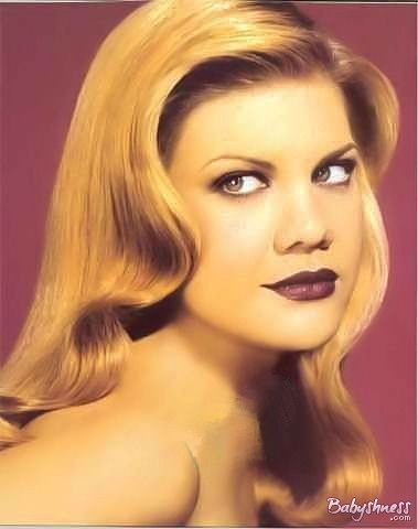 """one of the crazies ladies on TV """"kristen johnston"""" look so calm here"""