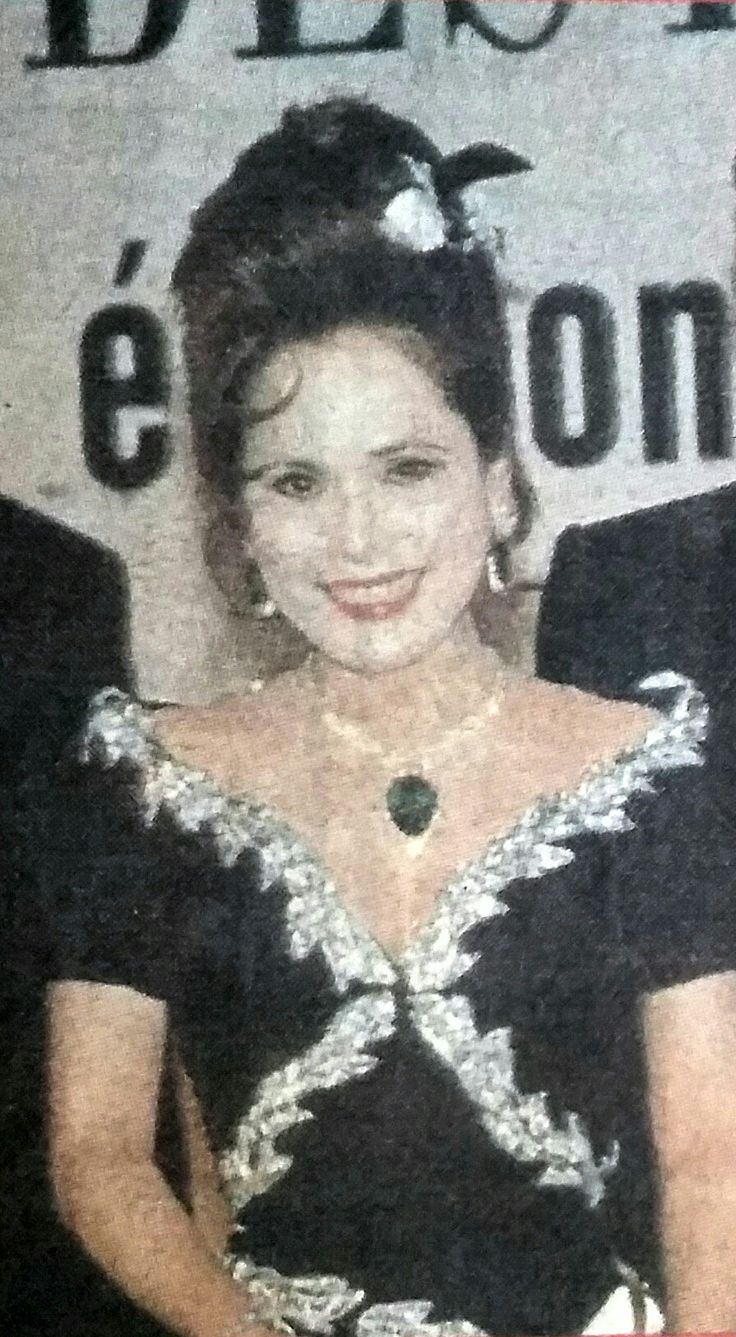 In 1994 Dewi was chosen as the best dressed lady in the world for the 3rd time plus the most elegant, intelligent and good heart lady in the world.(Bintang, Jan. 1994)