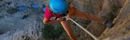 SNP Multi-activity en canyoning reizen  Voor gezinnen met oudere kinderen en tieners die actie tijdens hun vakantie belangrijk vinden. Canyoning, rafting, klimmen en abseilen of mountainbiken. Bij een actieve vakantie ben je overdag samen op avontuur met leeftijdgenoten, 's avonds lekker chillen bij een kampvuur. Tijdens onze actieve gezinsvakanties verblijf je op een sportieve buitensportcamping, in berghutten of in een comfortabel buitensporthotel.